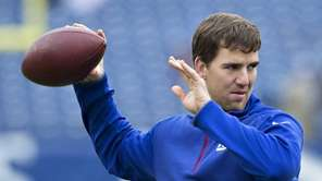 Eli Manning of the New York Giants warming