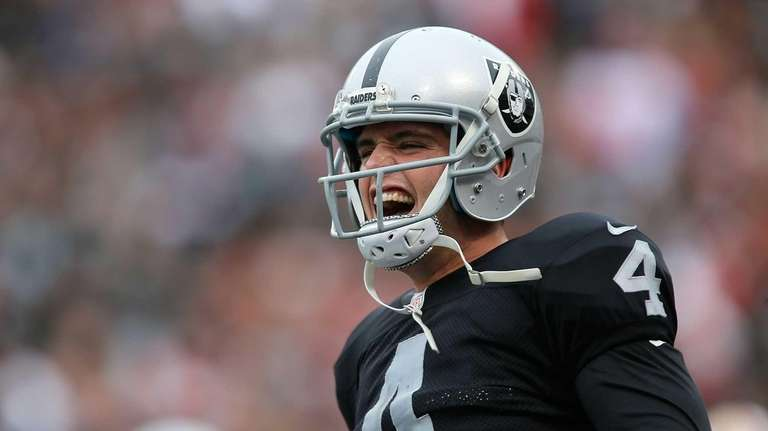Derek Carr of the Oakland Raiders celebrates a