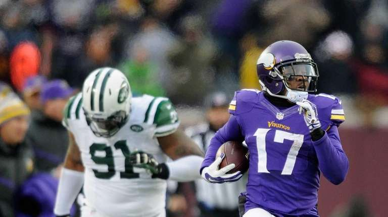 Jarius Wright #17 of the Minnesota Vikings carries