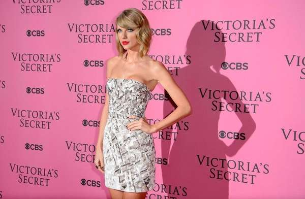 Taylor Swift, whose mother is battling cancer, responded
