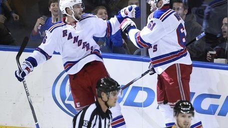 New York Rangers left wing Rick Nash celebrates