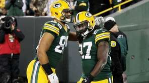 Eddie Lacy #27 celebrates his touchdown with Richard
