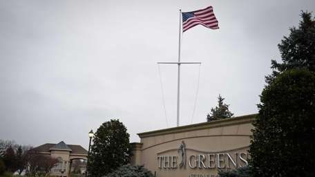 The entrance of the Greens at Half Hollow