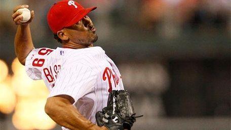 The Pittsburgh Pirates acquired reliever Antonio Bastardo from