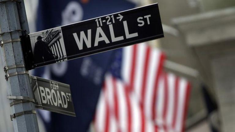 robust retail news helps stocks gain newsday