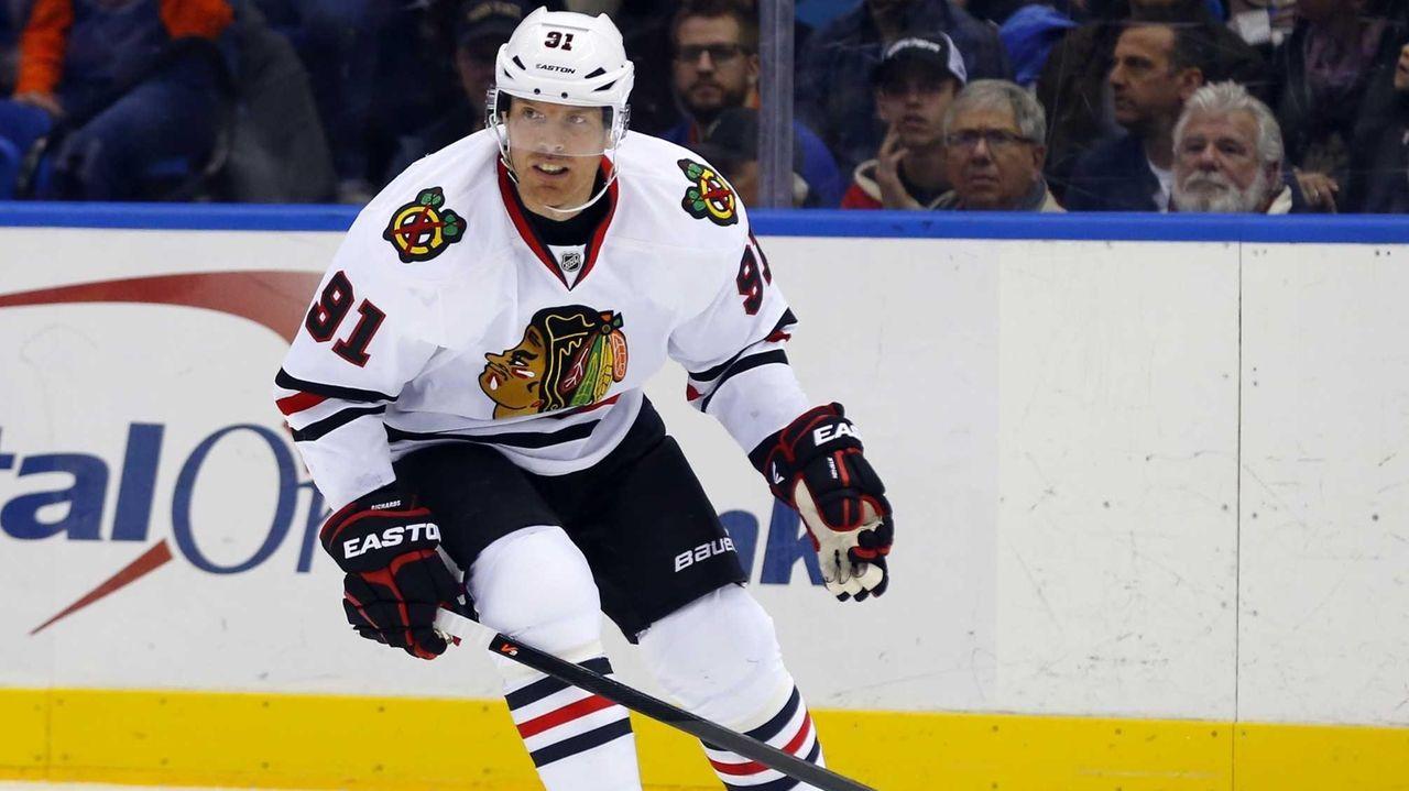 Brad Richards of the Chicago Blackhawks skates against