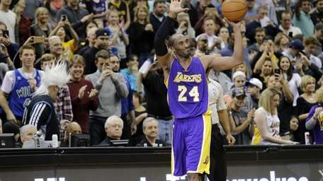 Los Angeles Lakers guard Kobe Bryant (24) holds