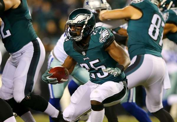 LeSean McCoy of the Philadelphia Eagles runs with