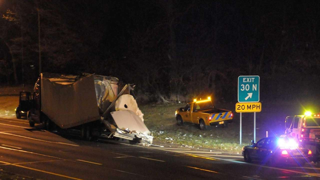 Tractor-trailer hits overpass on Southern State Parkway | Newsday
