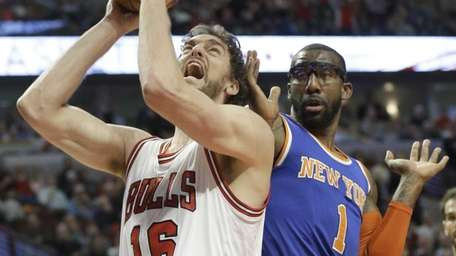 Chicago Bulls center Pau Gasol (16) shoots against
