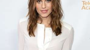 "Actress Allison Williams recently played ""Peter Pan"" in"