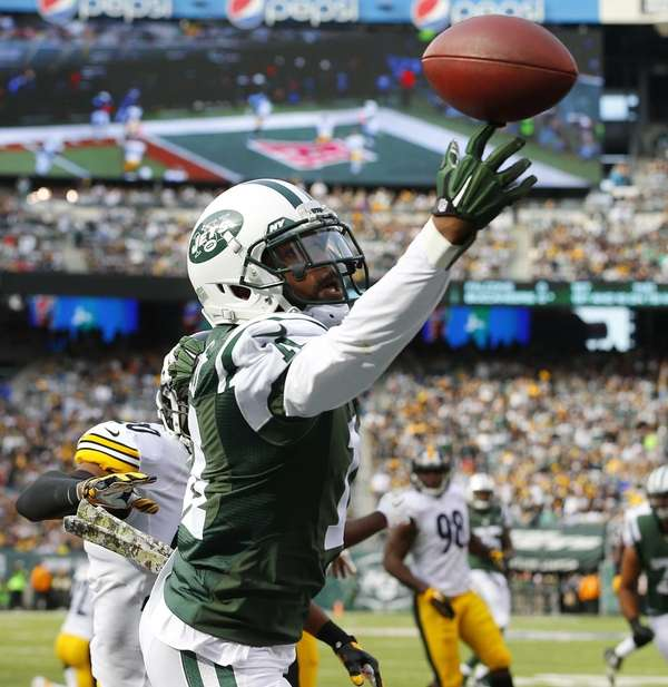 Jeremy Kerley of the New York Jets tries