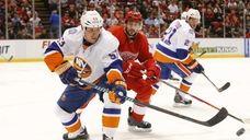 New York Islanders center Casey Cizikas clears the