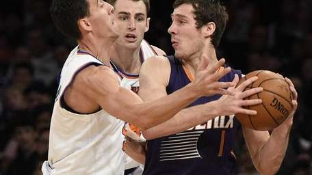 New York Knicks guard Pablo Prigioni and center