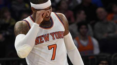 New York Knicks forward Carmelo Anthony holds his