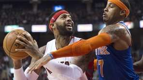 New York Knicks forward Carmelo Anthony (7) guards