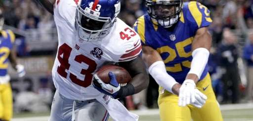New York Giants running back Orleans Darkwa, left,