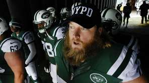 New York Jets center Nick Mangold (74) wears
