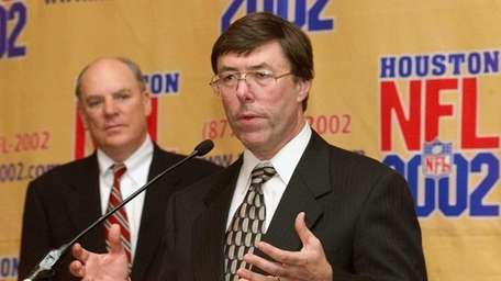 Bob McNair, left, owner of Houston's NFL expansion