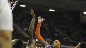New York Knicks' Carmelo Anthony shoots over Sacramento