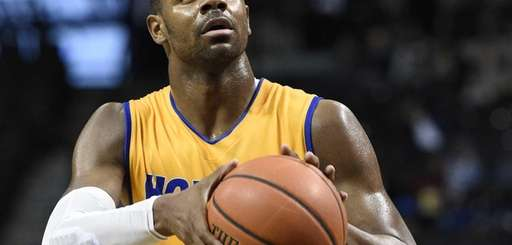 Hofstra Pride guard Ameen Tanksley shoots and sinks