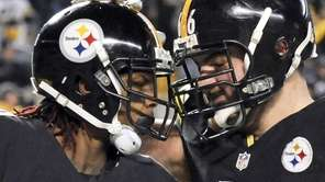 Pittsburgh Steelers wide receiver Martavis Bryant, left, celebrates
