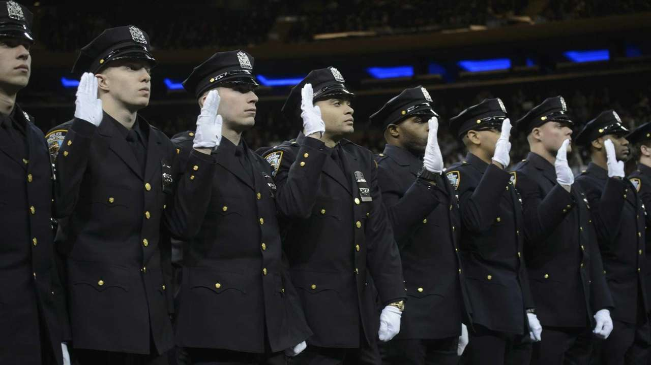 Number of applicants for nypd exam dropped 17 8 last - Garden city police department ny ...