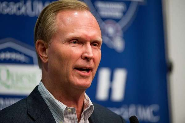 Giants president and co-owner John Mara speaks with