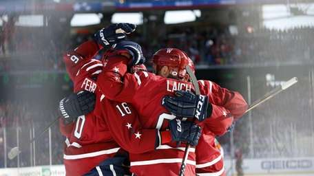 Washington Capitals right wing Eric Fehr and center