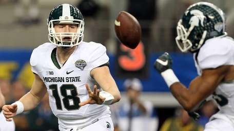 Connor Cook of the Michigan State Spartans pitches