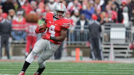 Ohio State running back Curtis Samuel plays against