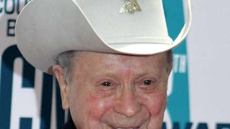 Grand Ole Opry star Little Jimmy Dickens died