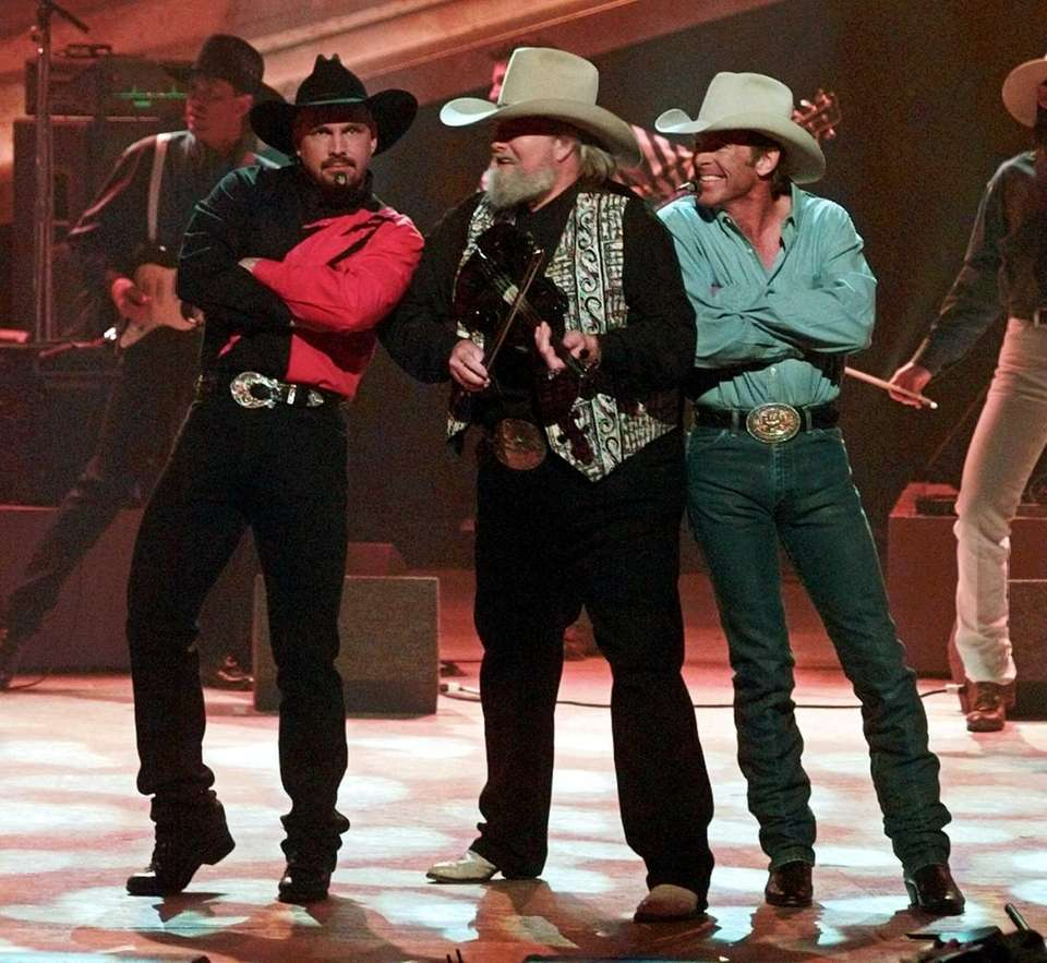 Chris LeDoux, right, performs with Garth Brooks, left,
