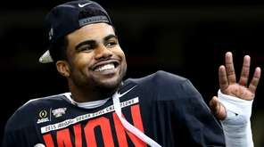 Ezekiel Elliott #15 of the Ohio State Buckeyes