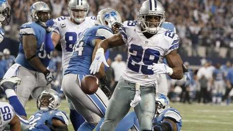 Dallas Cowboys running back DeMarco Murray (29) celebrates
