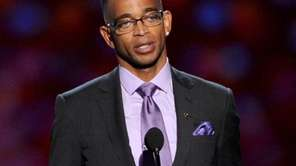 ESPN's Stuart Scott accepts the 2014 Jimmy V