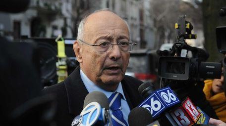 Former Sen. Alfonse D'Amato arrives for the wake