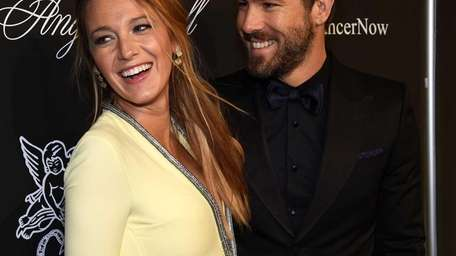 A pregnant Blake Lively and Ryan Reynolds are