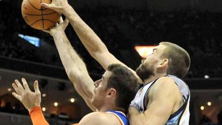 Memphis Grizzlies center Marc Gasol, right, blocks a