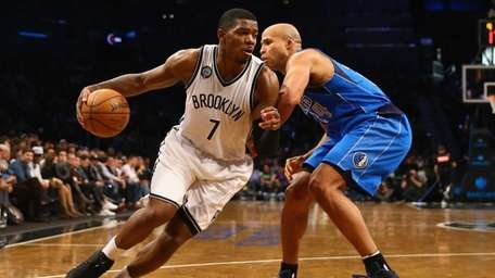 Joe Johnson #7 of the Brooklyn Nets drives