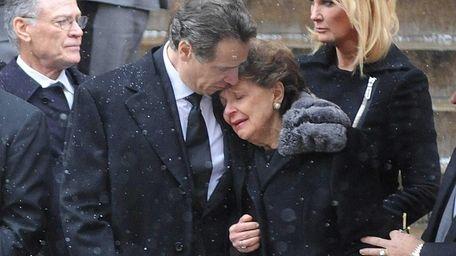 Gov. Andrew M. Cuomo comforts his mother Matilda