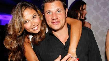 Nick Lachey and Vanessa Lachey welcome a daughter,