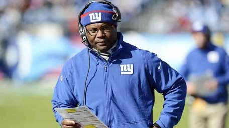 Giants defensive coordinator Perry Fewell walks the sideline