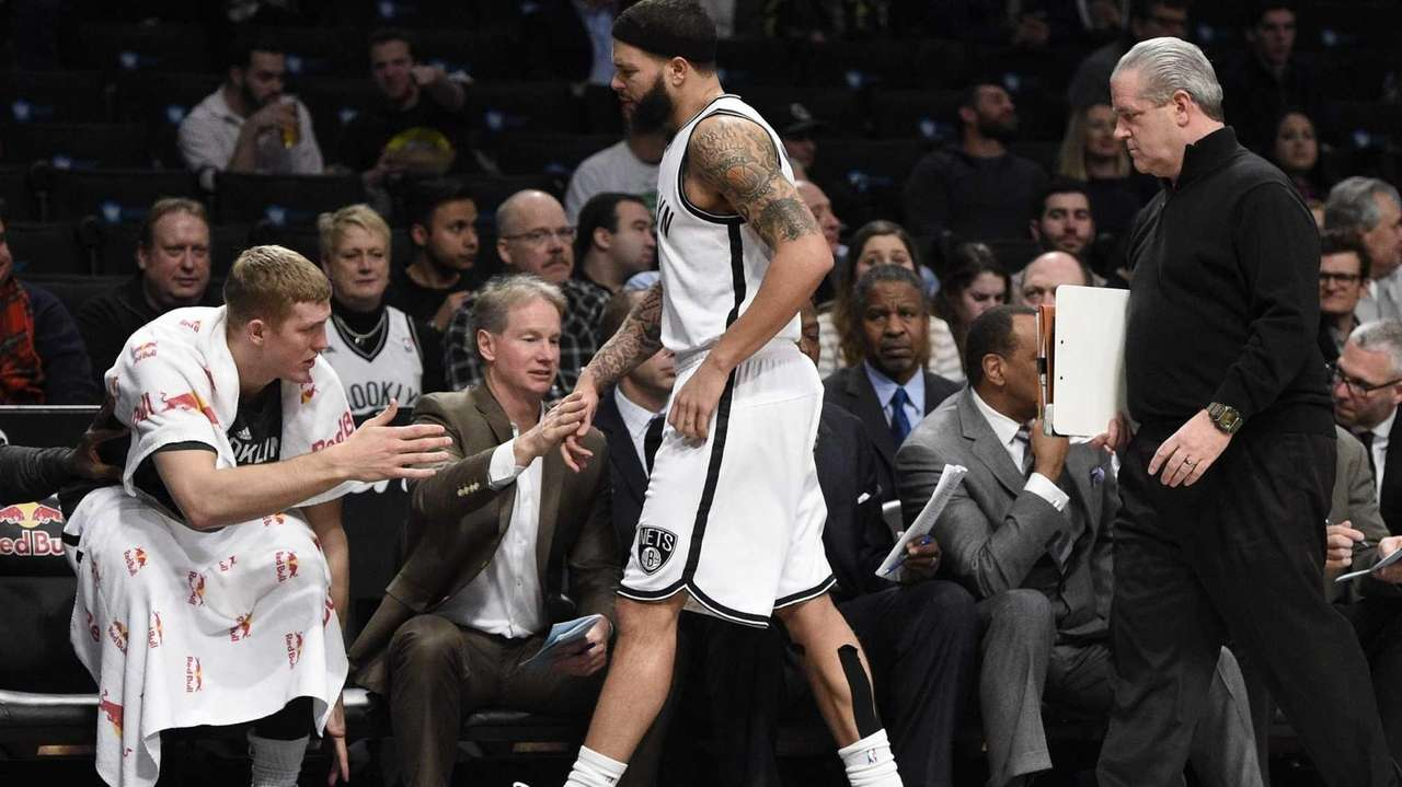 Brooklyn Nets guard Deron Williams grimaces as he