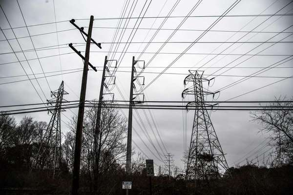 PSEG/LIPA power lines span the sky in Commack