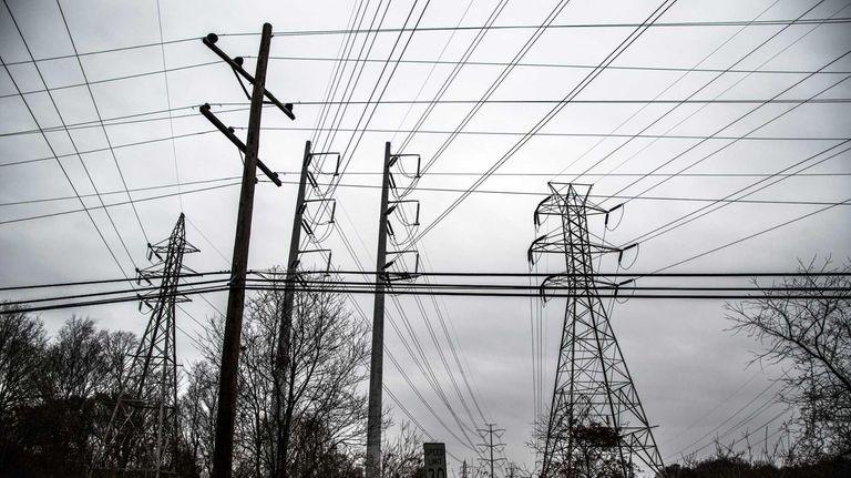 PSEG/LIPA power lines span the sky in Commack