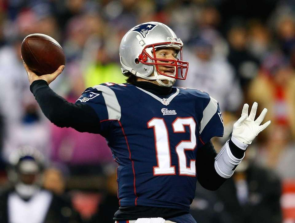 Tom Brady (12) of the New England Patriots