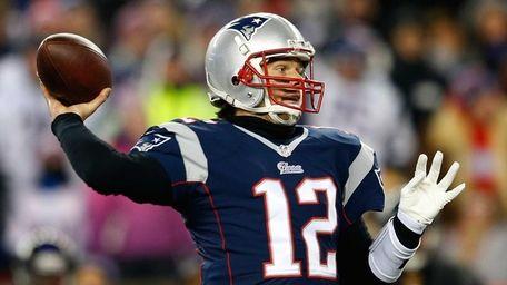 Tom Brady (12) of the New England Patriots