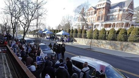 Members of New York State United Teachers rally