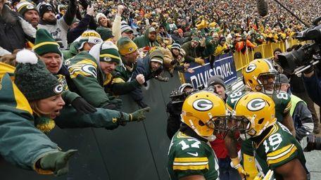 Green Bay Packers wide receiver Davante Adams (17)
